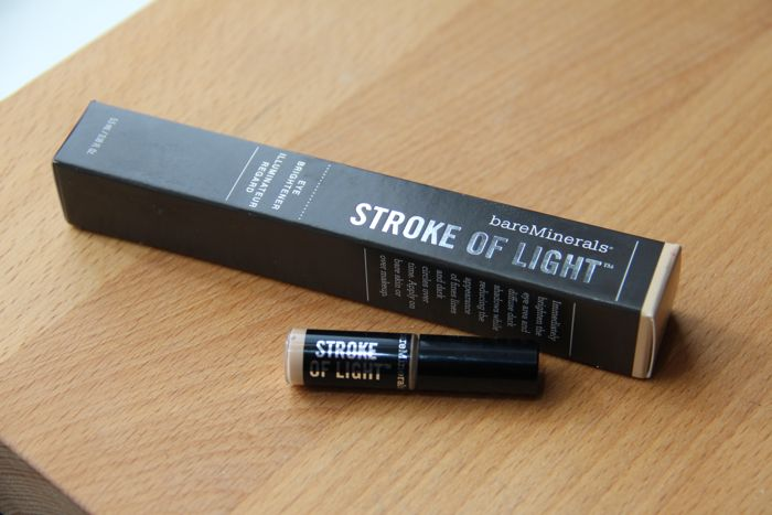 Bare Minerals' Stroke of Light in Luminous 2 and the sample that got me hooked (for scale)