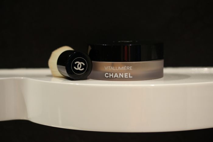 Chanel's Vitalumière Loose Powder Foundation in Shade Beige 30