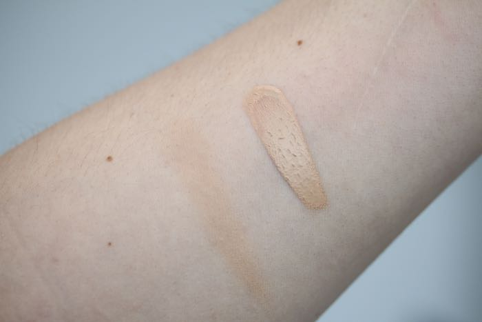 Swatches of  Make Up For Ever's HD Foundation in shade 118 - blended (left) and unblended (right)
