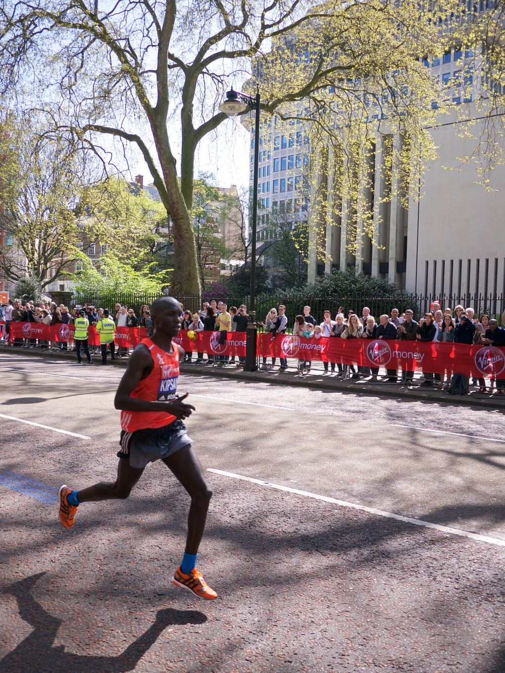 Wilson Kipsang  enroute to winning the elite men's race with a course record time of 2:04:29.