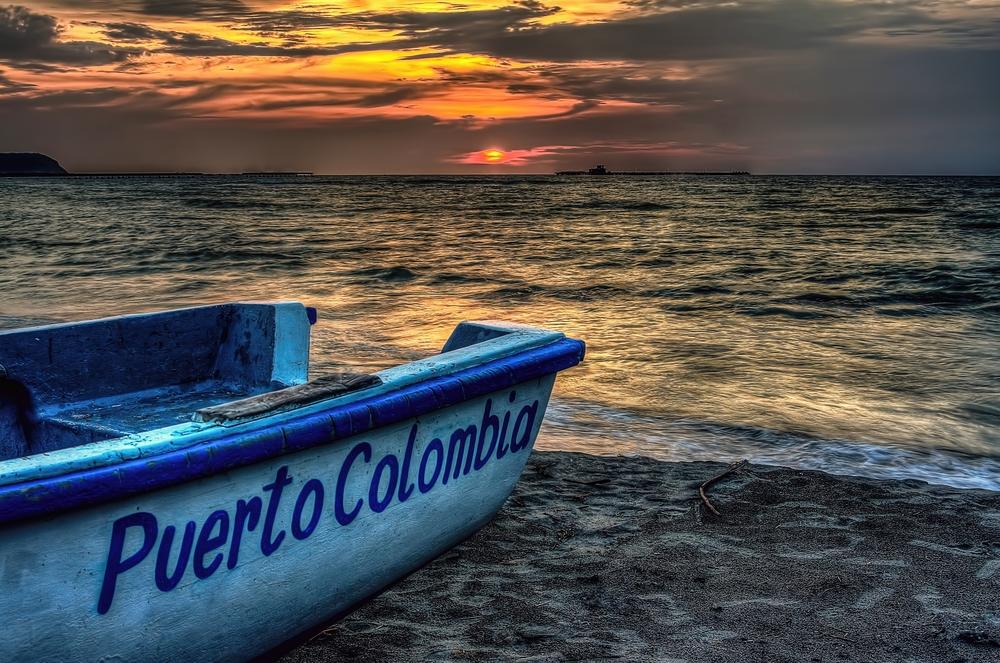 ATARDECER EN PUERTO COLOMBIA. VIENDO EL MUELLE CAIDO ME ACUERDO DE TODOS LOS 31 DE DICIEMBRE QUE VENIA ACÁ AL ATARDECER A VER CAER EL SOL POR ULTIMA VEZ ESOS AÑOS.