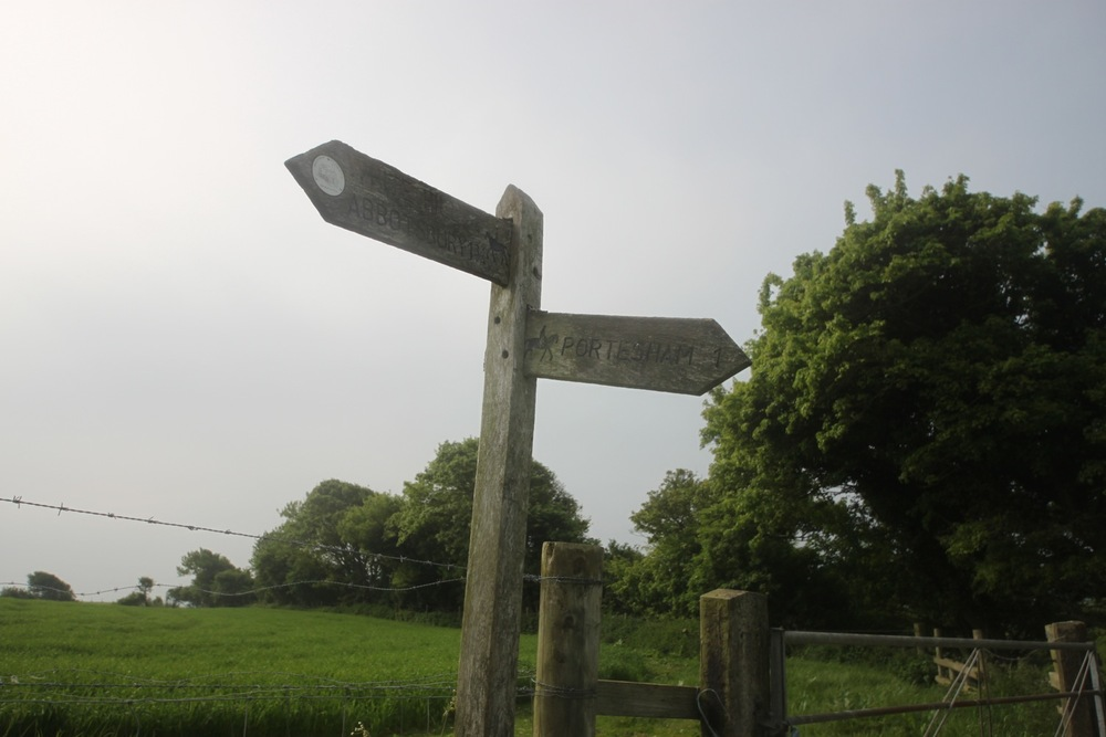 fingerpost to abbotsbury