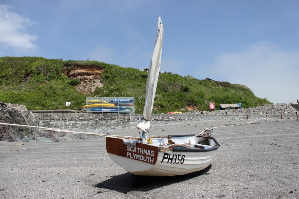 boat in portwrinkle harbour