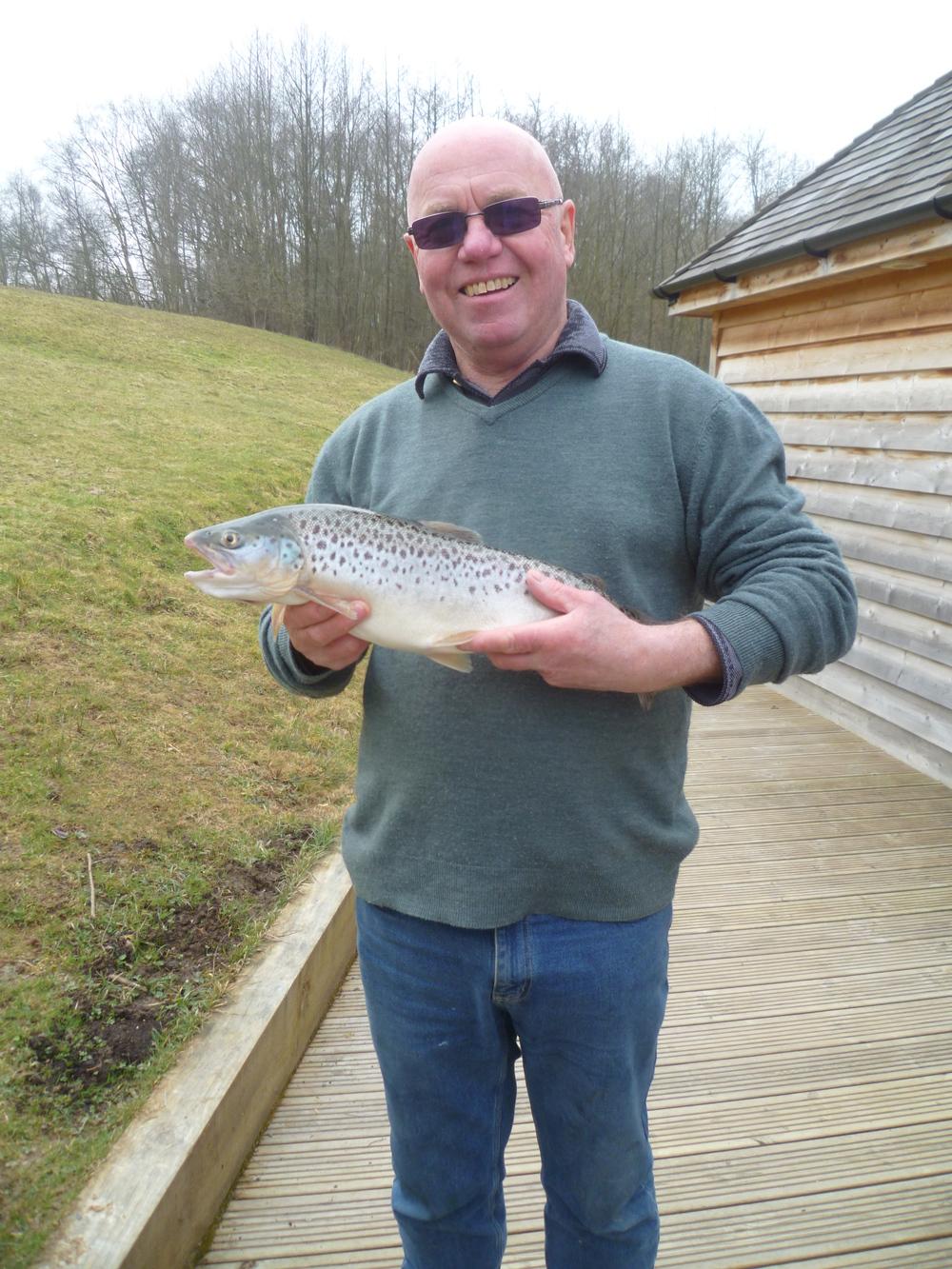 Barrie Johnson plus 4.5lb brown Stag lake Blue Flash Damsel 17.3.15.JPG
