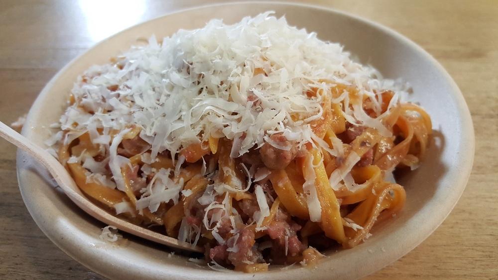 Sartoria della pasta:Tagliatelle con salsiccia e ricotta