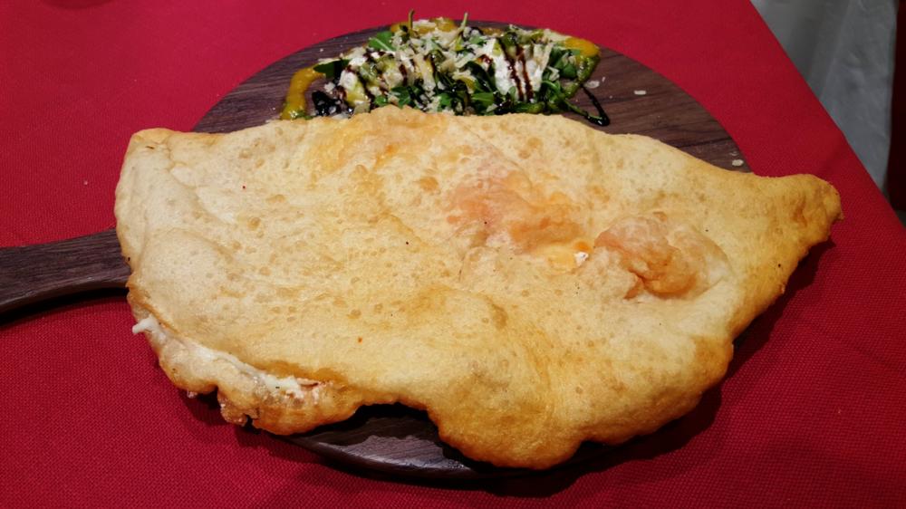 La pizza fritta di Dino