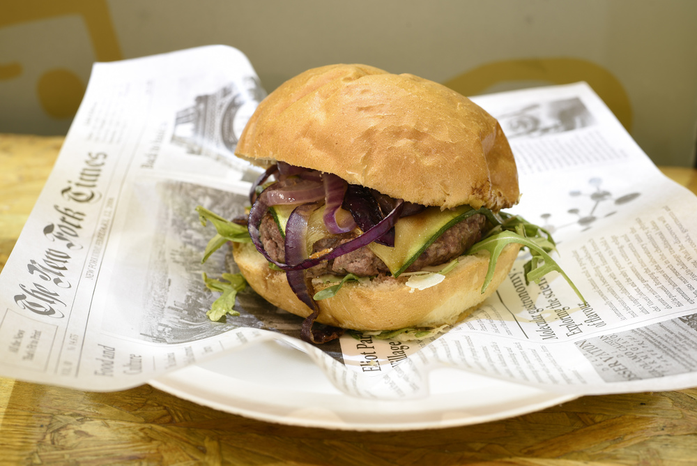 Spring burger (rucola, scaglie di grana padano, cipolle rosse e zucchine)
