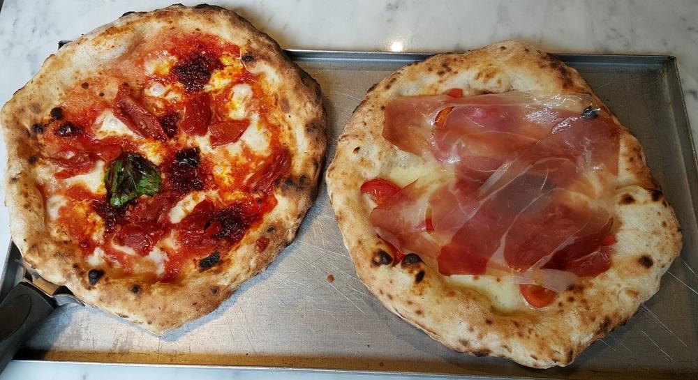 La Nduja e la Briscola (bufala, pomodori, crudo), Briscola Pizza Society