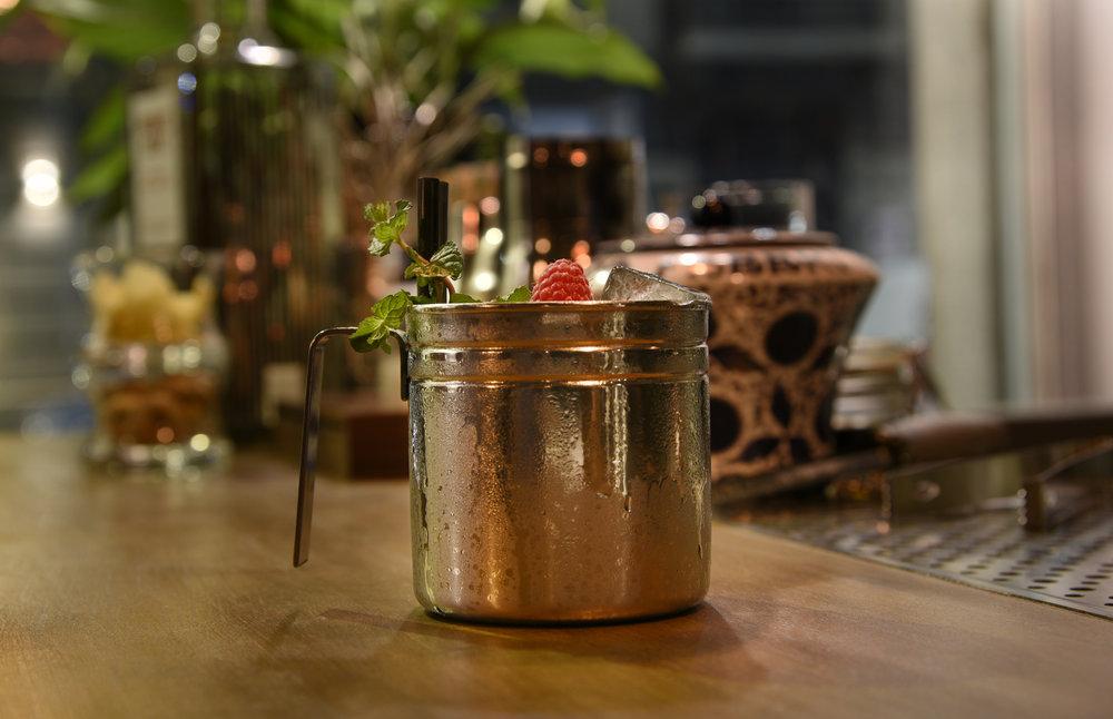 Non solo julep (Bourbon whisky, zucchero semolato, menta, acqua di linfa di betulla) - Foto Toney Teddy Fernandez