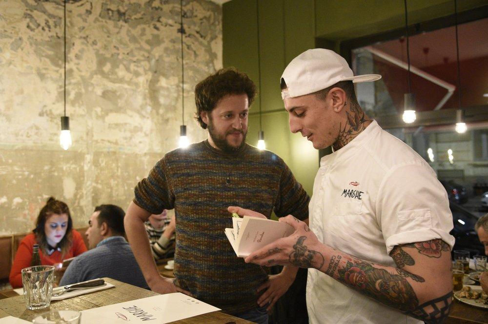 Shane regala un menù firmato del 1930 a Matteo