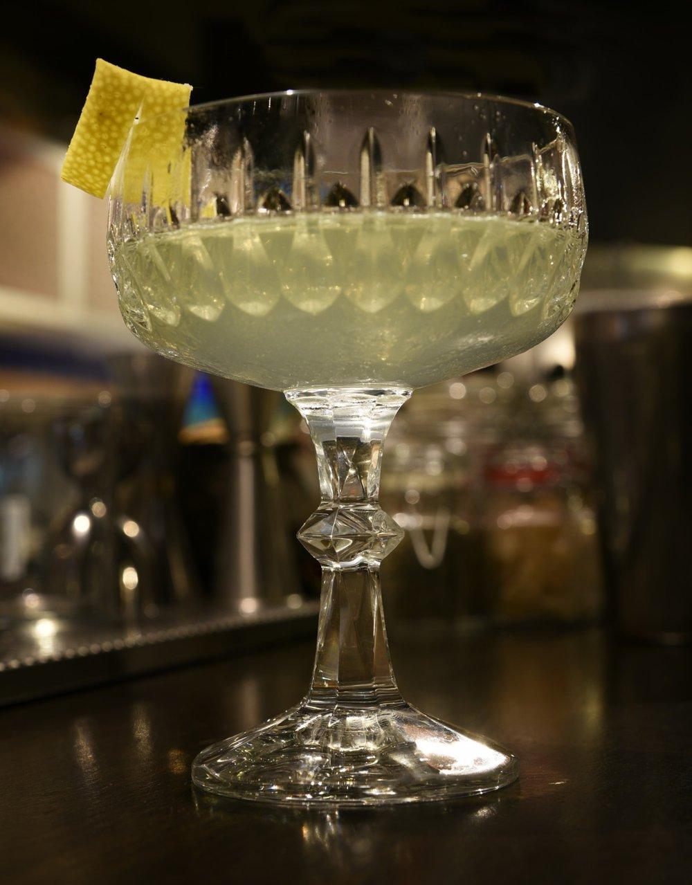 Death's It: 40 mL Cocchi bianco, 30 mL Death's Door whiskey, 20 mL Chartreause Verde, 10 mL, Cardamomo syrup, Zest limone --- stir and strain