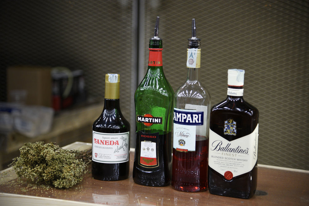 Gli ingredienti del Negroni Draft (foto Toney)