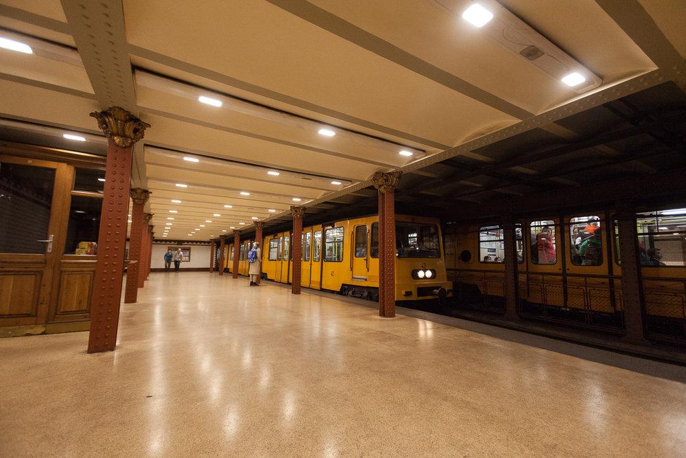 Yellow line (M1) subway station