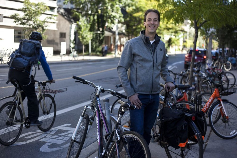 Urban planner Gil Meslin crowdsourced a group of volunteers to count the number of cyclists coming into Toronto's downtown core on Oct. 3, 2017. The city has not updated its numbers in several years. The count will continue for two more days.  (NICK LACHANCE FOR METRO TORONTO)