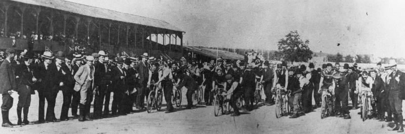 Start of the 1898 Dunlop Trophy race, Courtesy of the Royal Canadian Curling Club