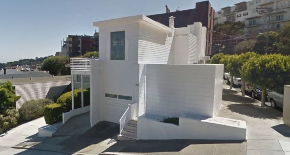 The Largent House is one of only five homes built by Richard Neutra in San Francisco and was one of the architect's earliest works. (Google Street View)