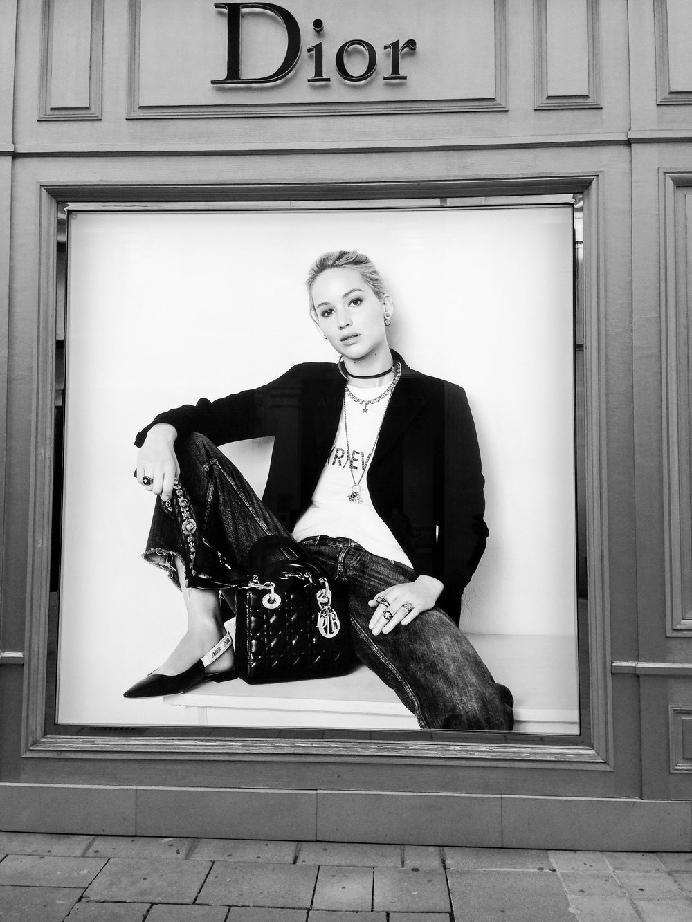 Inspiracja. Witryna sklepu Dior w Wiedniu. Sierpień 2017