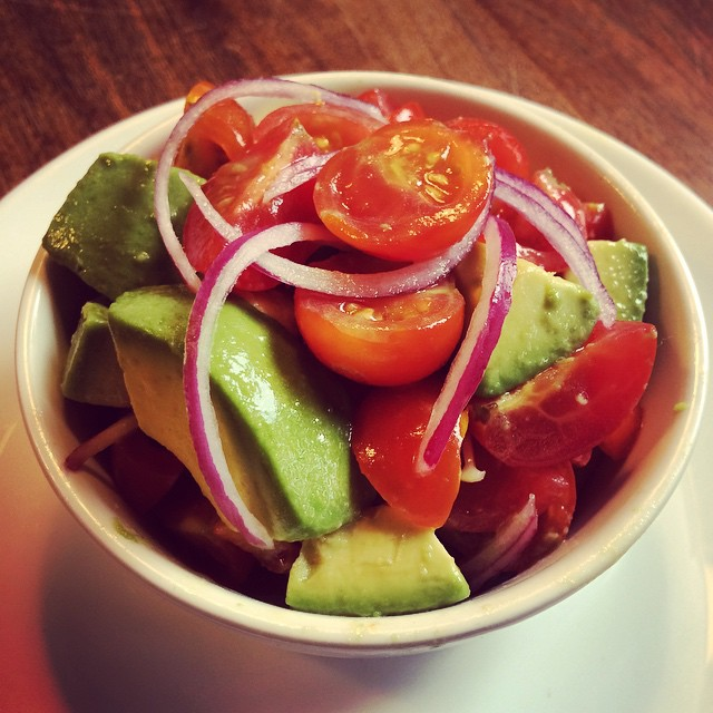 "Light, fresh and delicious ""TOMATITOS"" baby tomatoes, diced avocado, red onions, olive oil and lemon #spring #labotaneria #tomatitos #teardroptomatoes #barfood #snack #botanas #brooklyn #parkslope #labotaneria #fresh #salad #healthyfood"
