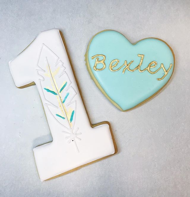 Celebrating a special 1st birthday with these gorgeous cookies!!