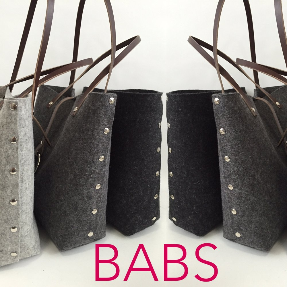 Cookie Totes in Ashe/Graphite and Anthrazite Dark Brown Handles