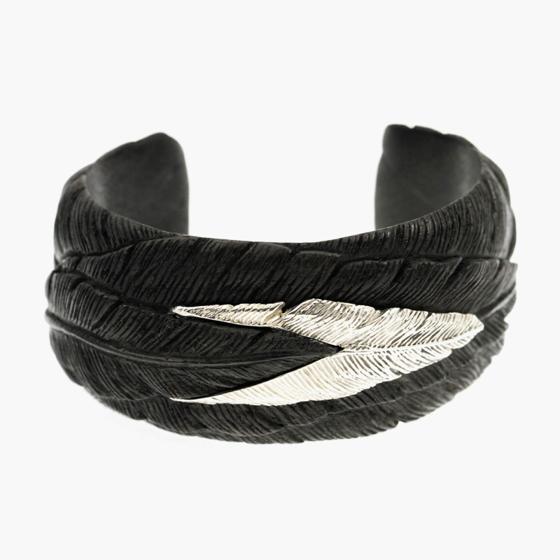 Half_Feather_Single_Bracelet_1.jpg