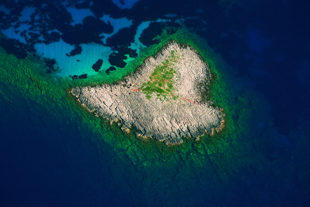 Heart-shaped island.jpg