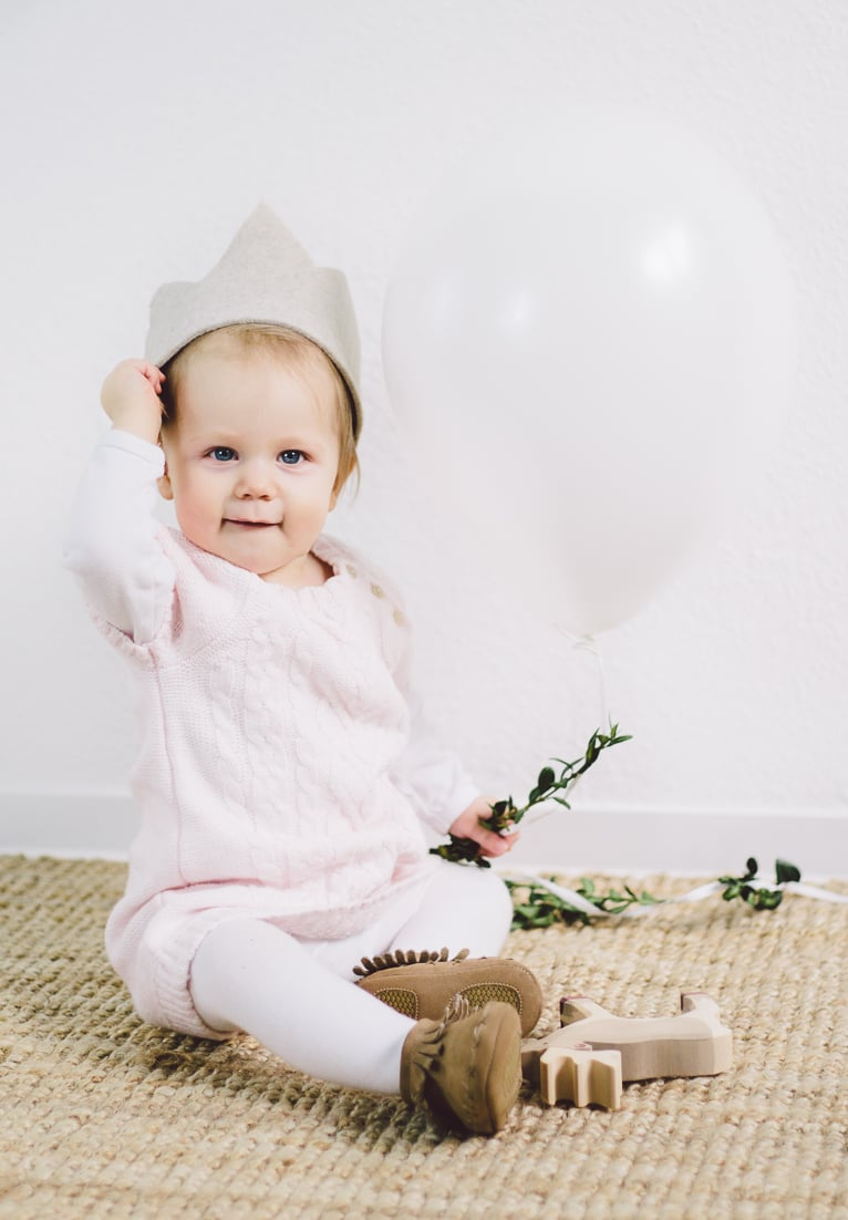 Simple, modern first birthday lifestyle photography. www.houseofsmilla.com