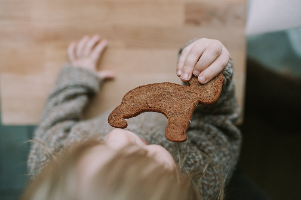 Christmas Cookies. Slowing down life around christmas time, hygge with children. Slow parenting blog www.houseofsmilla.com