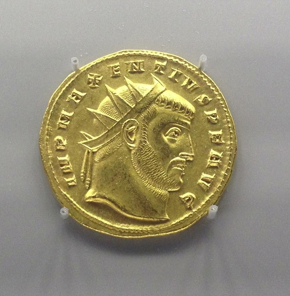 Medallion of 2 aueri head of Maxentius