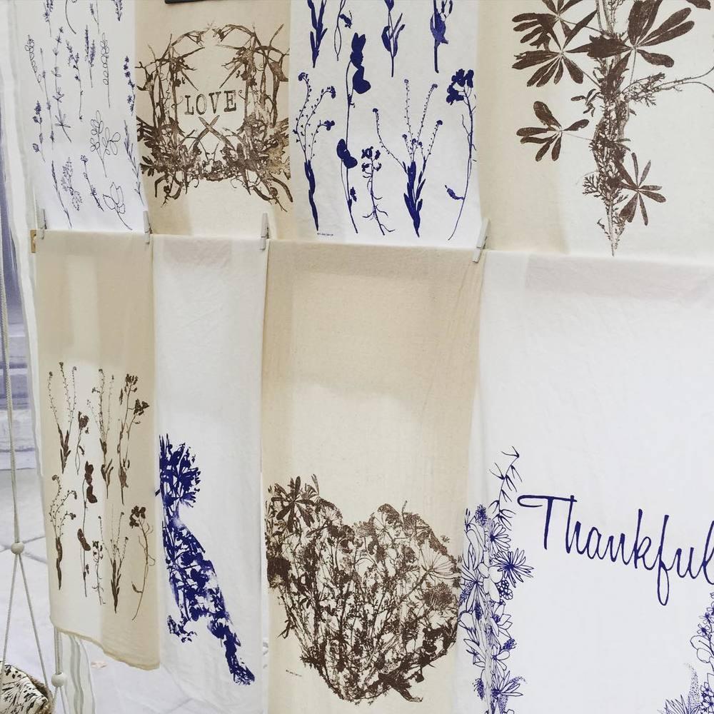#wildflowers flour sack towels at @downtownsyracuse #artfestival Last day! #planetariumdesign #textiledesign (at Downtown, Syracuse, New York)