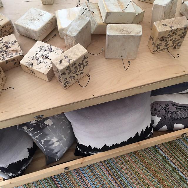 Setup happening now for @renegadecraft at the Brooklyn East river park 👋🏼 #planetariumdesignstudio #textiledesign #renegadecraft #renegadecraftbrooklyn (at Brooklyn Flea Record Fair)