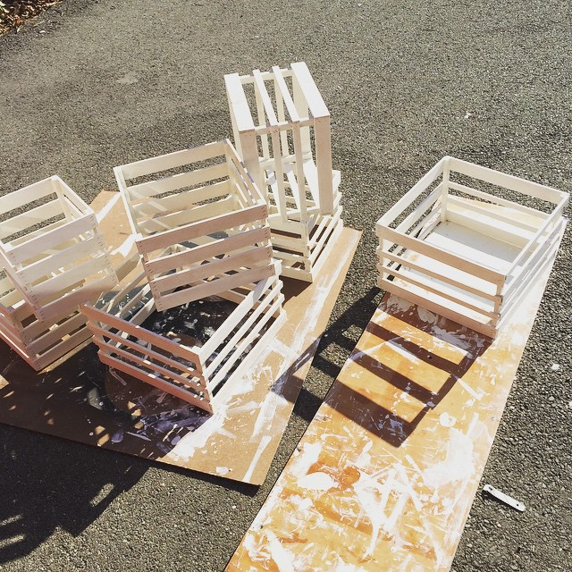 So lucky today was so sunny ☀️☀️☀️ it's time to work on our display #planetariumdesignstudio #whitepaint