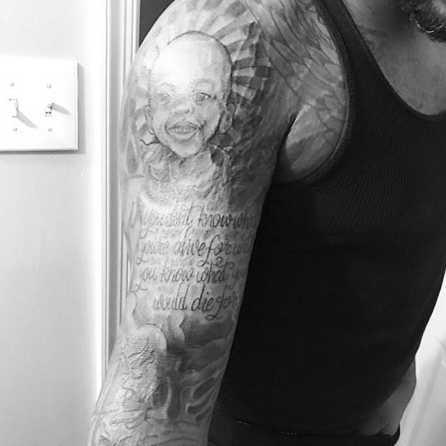 Tattoo portrait.... 2years ago..... #tattoo #blacktattoo portrait