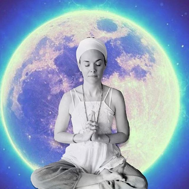 We are so honored to hold space for our newest teacher Manpreet Kaur (@manpreetkaurmusic) every Thursday evening from 7-8:15pm. Join us in her wonderful new class tomorrow evening. . . Manpreet is a Makeup Artist, Kundalini Yoga Teacher, and Mantra Music Artist born and raised in Ashland, Oregon. She has lived in Los Angeles for 14 years and began her Kundalini Yoga and meditation practice 12 years ago. She's been teaching Kundalini Yoga and Meditation for 6 years and is a devoted to sharing this user friendly form of yoga as a method for self healing and self empowerment. She encourages practitioners to move out of their physical and meditative comfort zones and believes this is where true progress can be made. Her classes are informative, challenging, and musical, and she hopes to inspire students towards their own greatness.
