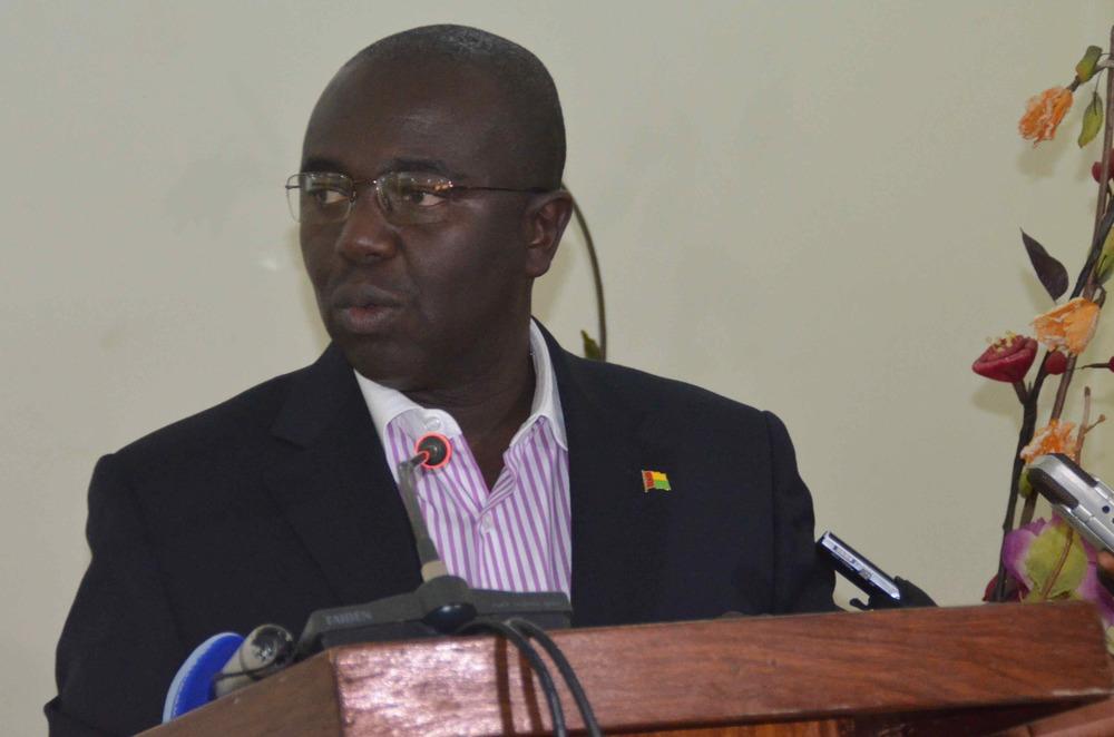 Minister of Economy, Soares Sambu.jpg