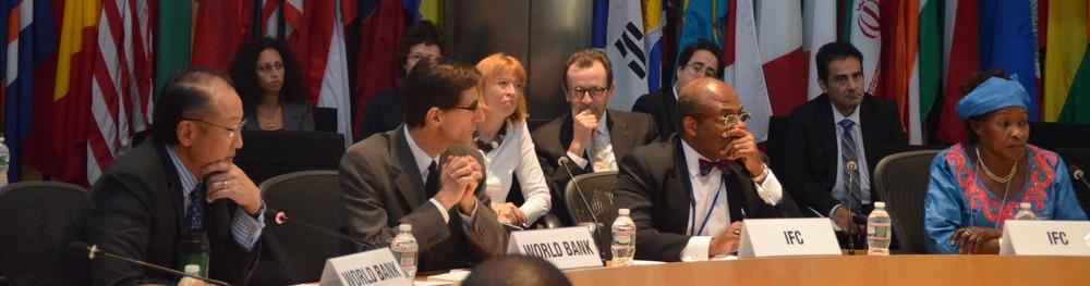 Le Président de la Banque Mondiale , Dr Jim Yong King a assisté avec des cadres de haut niveau de la Banque, à une réunion avec le g7+.