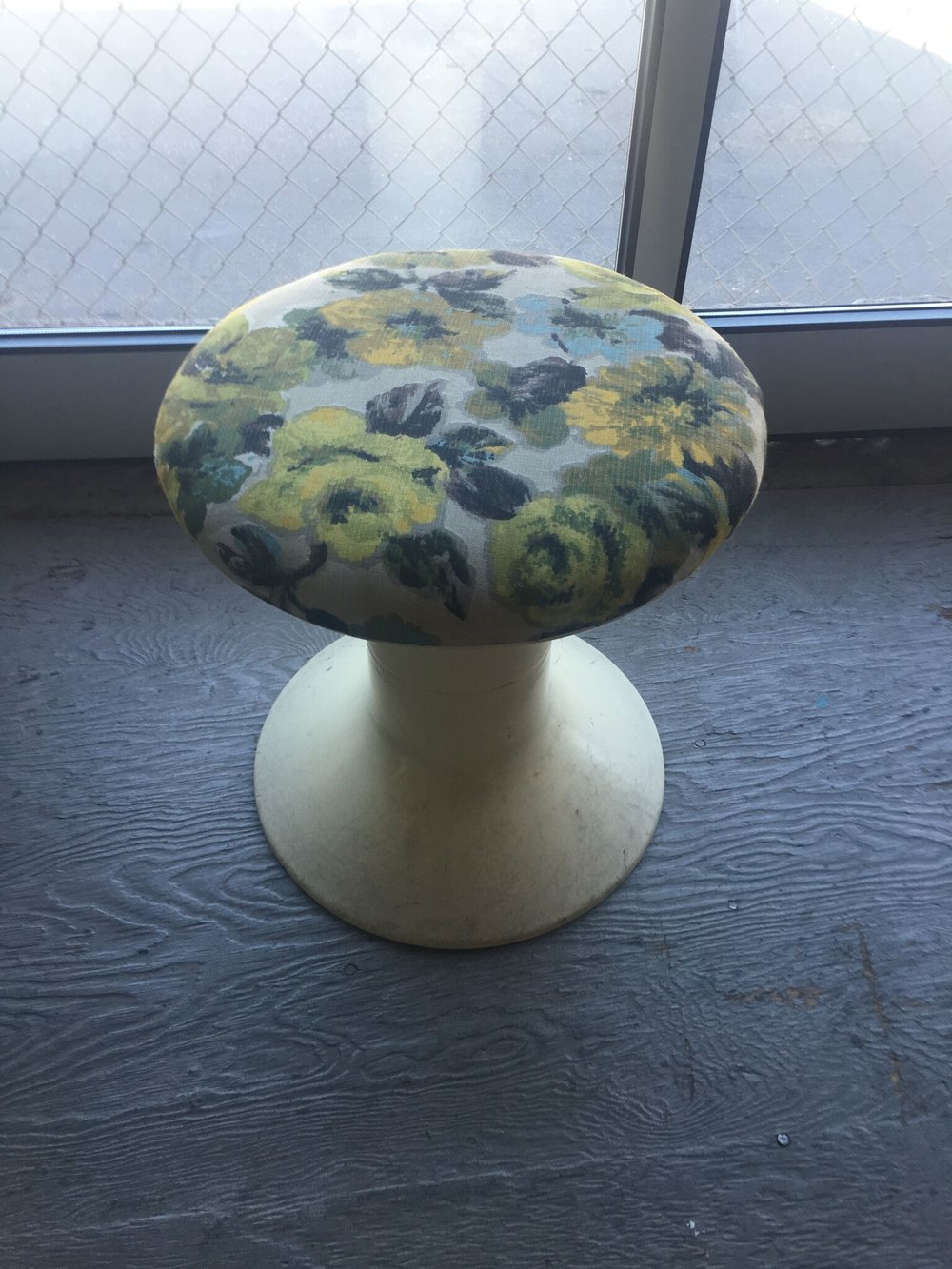 Antique Accent Stool Quantity: 2