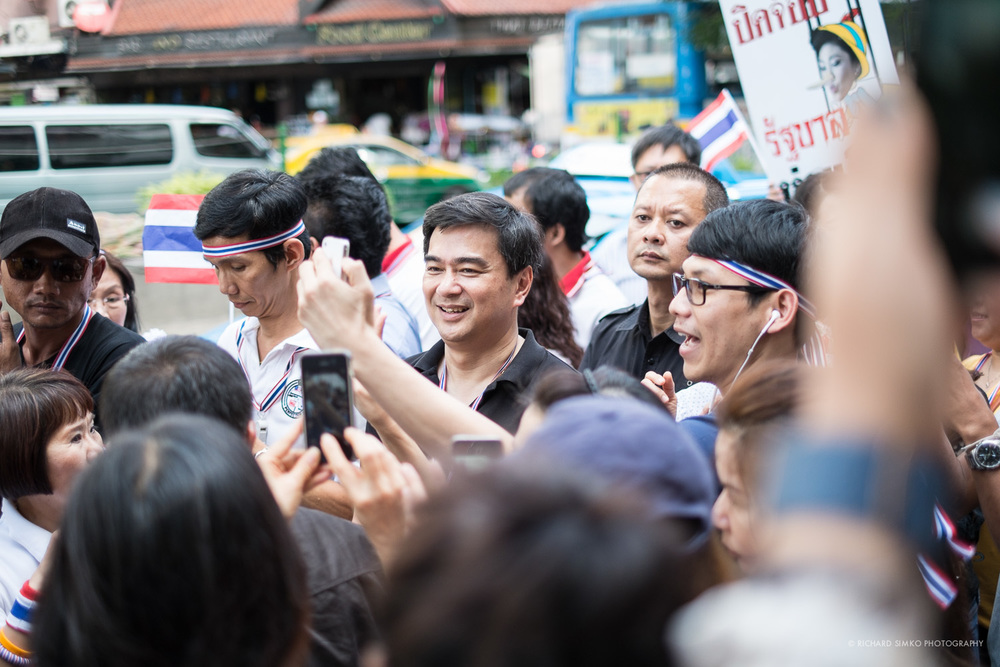 Former prime minister Abhisit Vejjajiva is leading the march from Asok BTS to US Embassy.