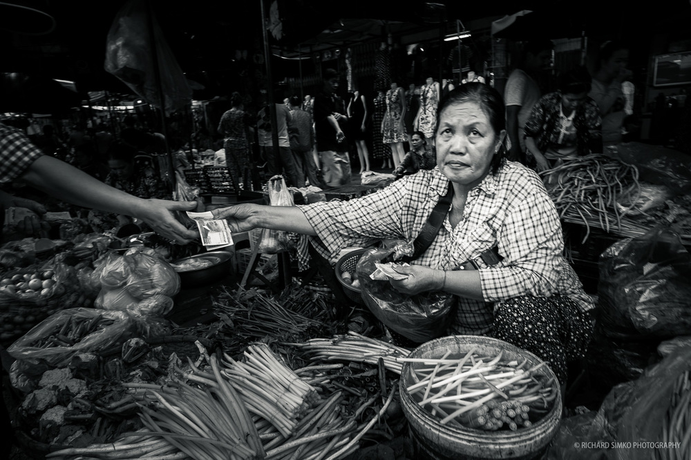 Daily business at Phnom Penh's Kandal market.  Fujifilm X-T1, Fujinon 14mm   2.8