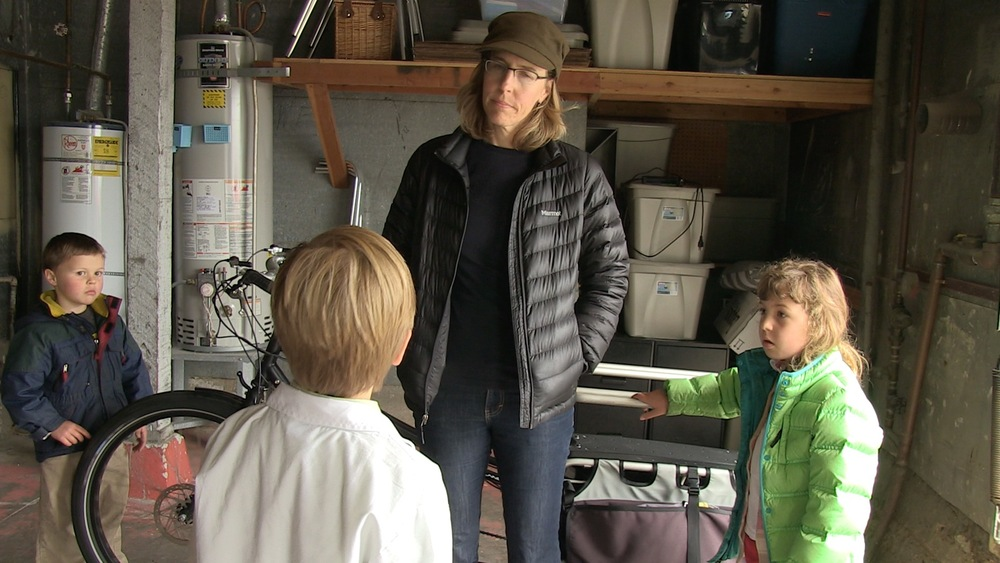 Elliot asks Wendy Becktold about her electric Extra-cycle.