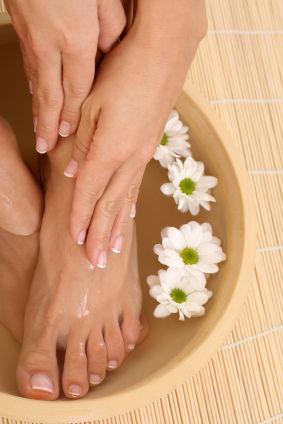 how-to-pedicure-foot-bath.s600x600.jpg