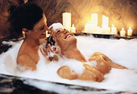Valentines-Day-Couple-Bath-Wallpapers-1.jpeg