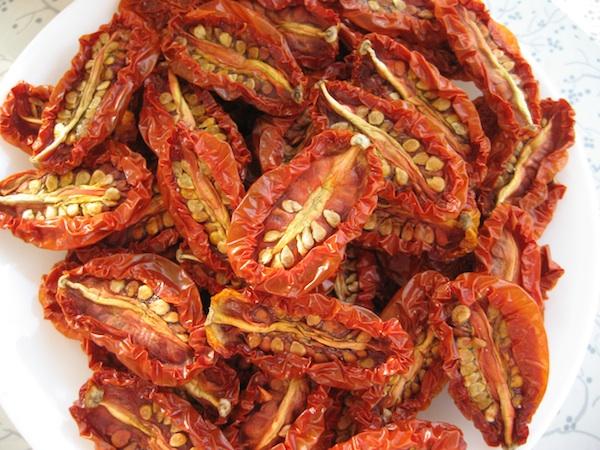 beauty-food-spicy-sundried-tomato-hummus