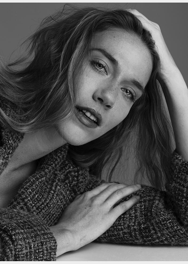 Anne_Beauty_Headshot_BW_02_WEB.jpg