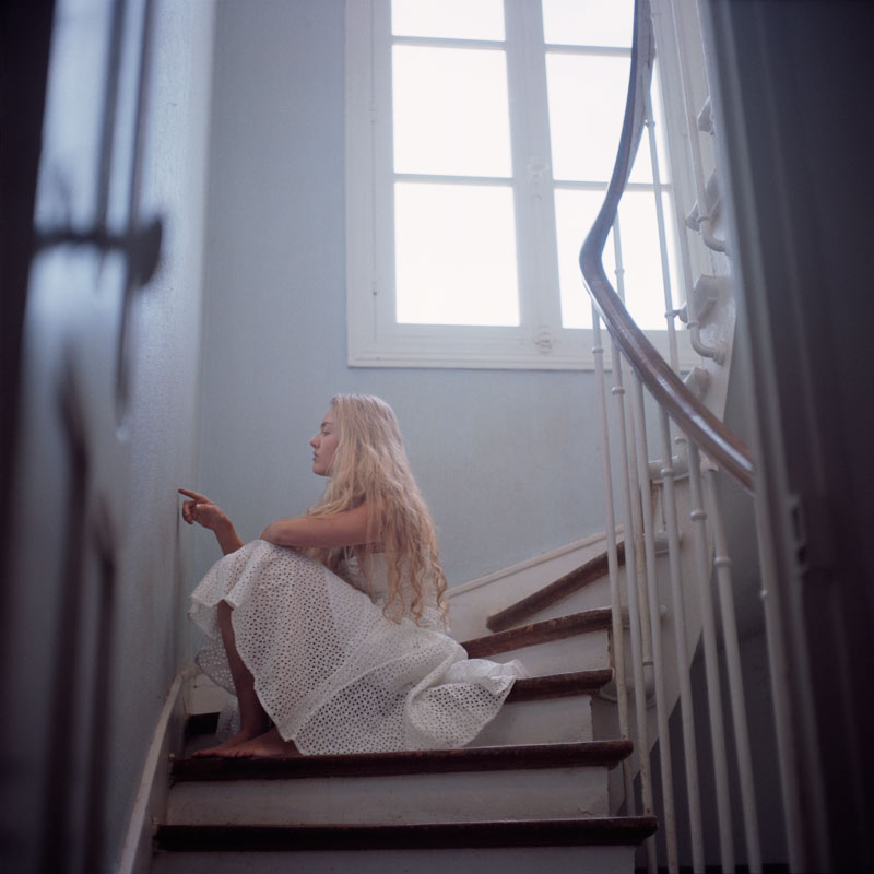 002Anderson_Amy_girl_on_stairs.jpg
