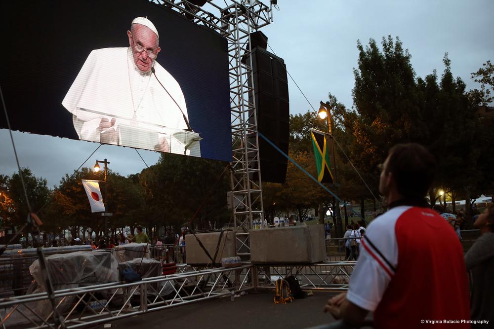 """El pontífice argentino agradeció a los organizadores del evento y a los voluntarios. """"Los tendré presentes en mis oraciones a ustedes y a sus familias, y les pido, por favor, que recen por mi"""" finalizó el papa Francisco. """"Que Dios los bendiga. ¡Que Dios bendiga a América!"""""""