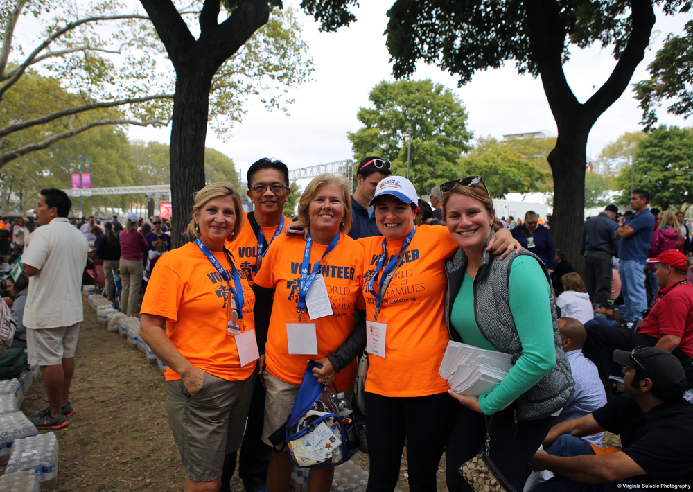 Voluntarios durante la misa de clausura del Encuentro Mundial de las Familias.