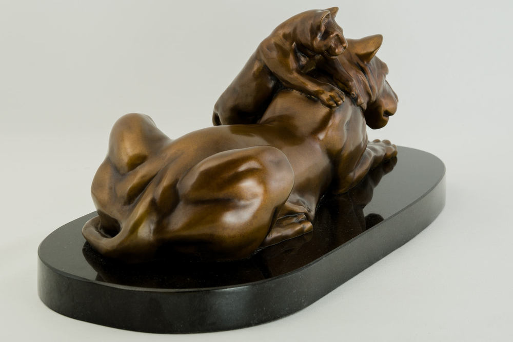 Lioness_and_Cub_bronze_sculpture_by_Terrence_Robertson-Fall-6.jpg