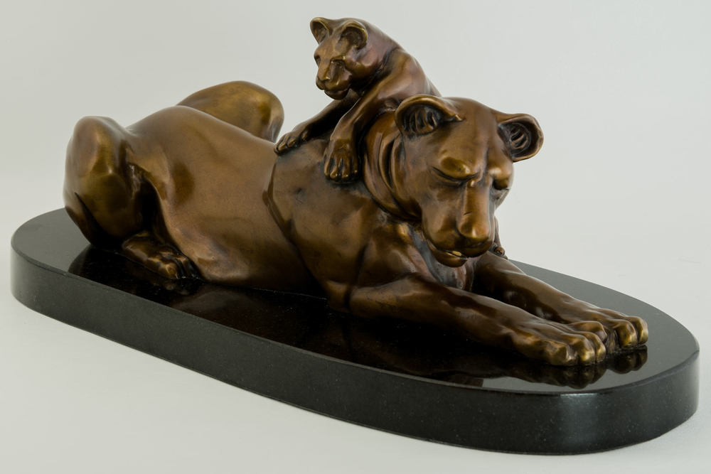 Lioness_and_Cub_bronze_sculpture_by_Terrence_Robertson-Fall-5.jpg