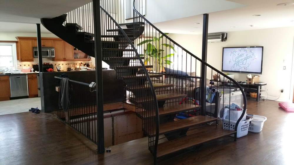 RESIDENTIAL SINGLE STRINGER STAIRCASE